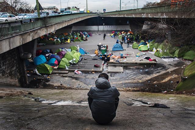 29/1-2019 Paris, Frankrike. Under motorvägsbroarna som ligger vid Porte de la Chapelle i utkanten av Paris talas bruten svenska vid tältlägret. Här bor unga pojkar som i stället för att tvingas till Afghanistan efter ett utvisningsbeslut flytt från Sverige till Frankrike.